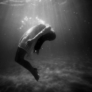 2015-10-Life-of-Pix-free-stock-photos-girl-underwater-oxygene-fashion-black-white-Joel-Campbell